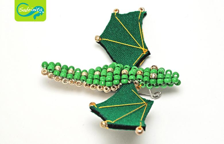 Neopren Brosche – Drachenbrosche Grün Gold
