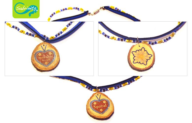 Holzscheibenkette mit Neopren- und Perlenband Dunkelblau – Motive Münchner Kindl, Spazal, Edelweiß