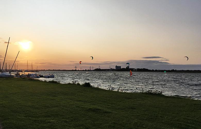 Abendstimmung beim Kitesurfworldcup auf Fehmarn 2017