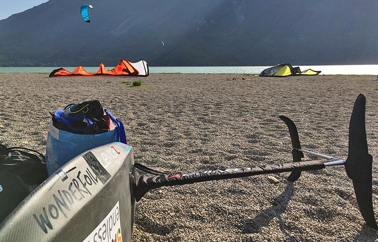 Auf geht's zum Kitefolien am Lago di Santa Croce
