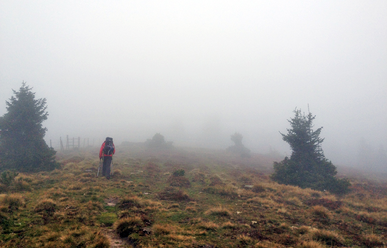 Durch den Nebel – Etappe 16 Panoramaweg Südalpen