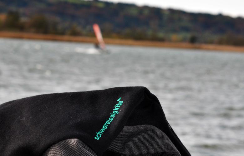 Hoody Pocket von Schwerelosigkite – Das Logo