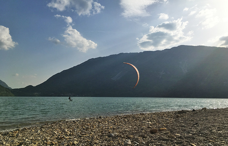 Ein schöner Sundowner am Lago di Santa Croce mit dem Hydrofoilboard