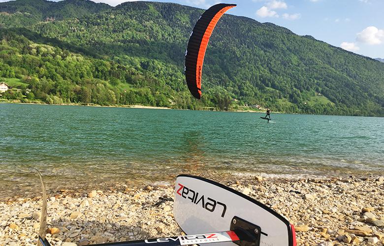 Hydrofoilen mit Levitaz und Flysurfer am Lago di Santa Croce