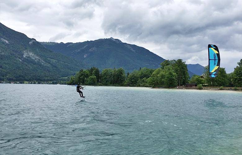 Hydrofoilen am Wolfgangsee bei Westwind