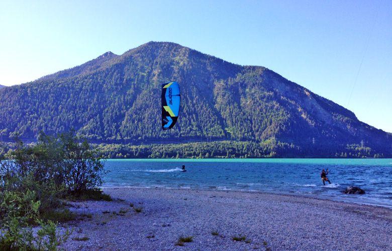 Kiten vorm Herzogstand am Walchensee