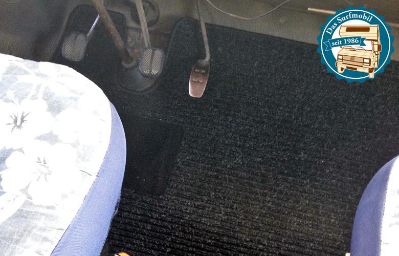 Es gibt einen neuen Teppich für die Fahrerkabine