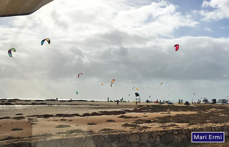 Parken, Starten, Landen am Kitespot Mari Ermi, Sardinien