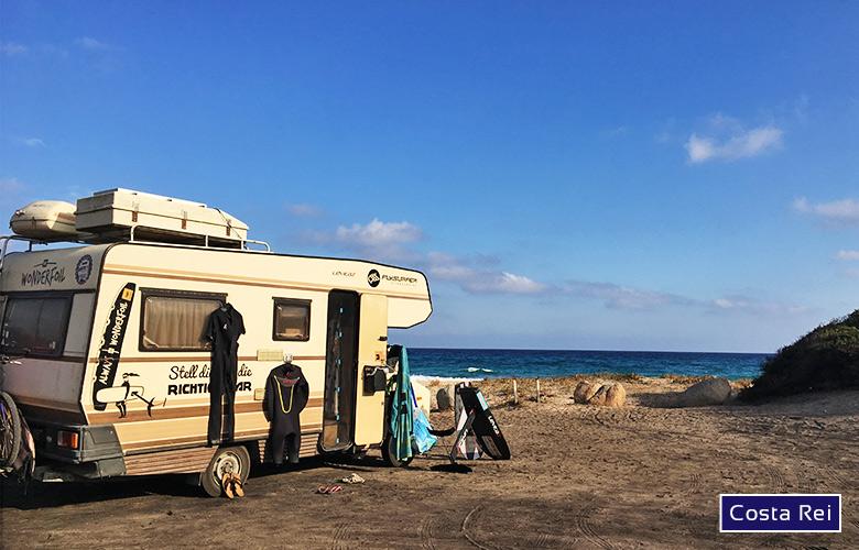 Parkplatz an der Costa Rei am Spiaggia di Piscina Rei auf Sardinien