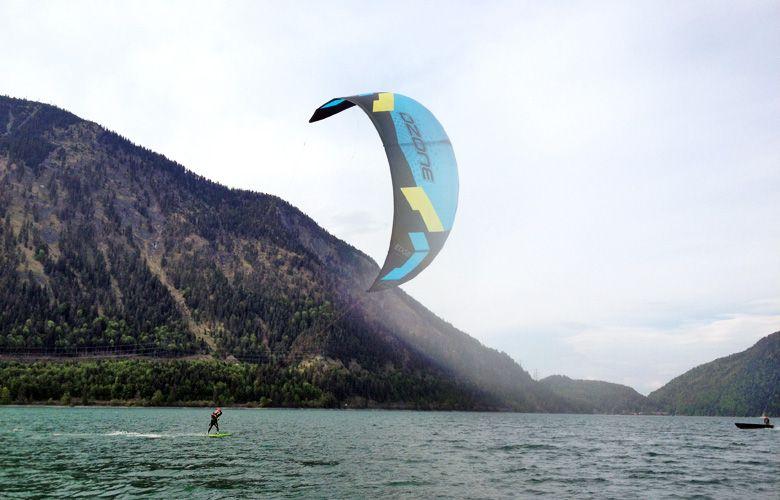 Leichtwindkiten mit Raceboard am Walchensee