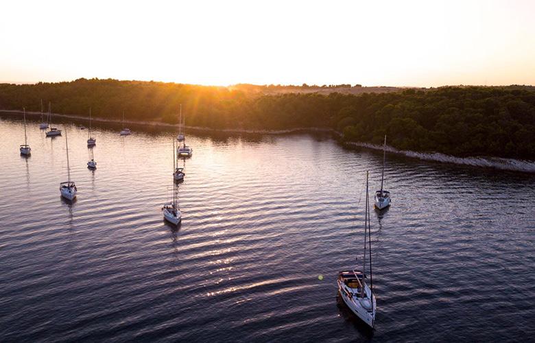 Unser erster Sonnenuntergang in der Bucht von Premantura, Kroatien