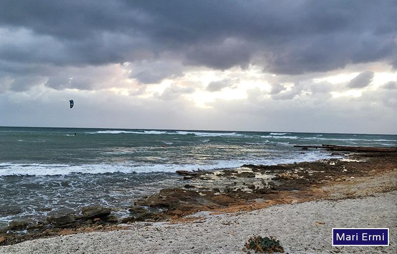 Coole Starkwind Kitesession in Mari Ermi Sardinien