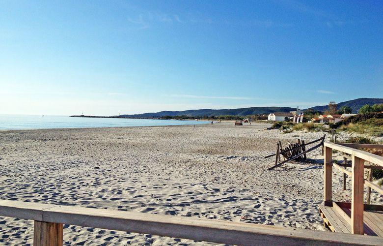 Strand Blick nach Rechts in San Teodoro la Cinta auf Sardinien