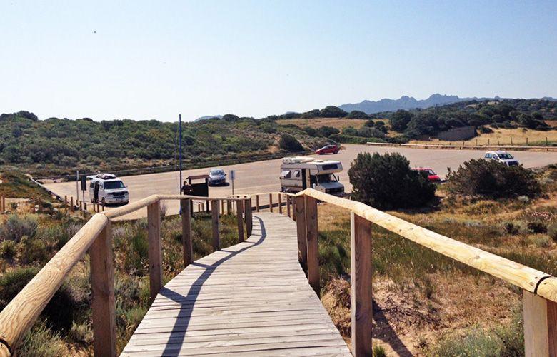 Der westliche Parkplatz beim Kitespot Porto Pollo auf Sardinien
