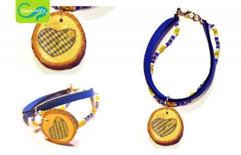 Holzscheibenarmband mit Neopren- und Perlenband Dunkelblau – Motiv Bayernherz