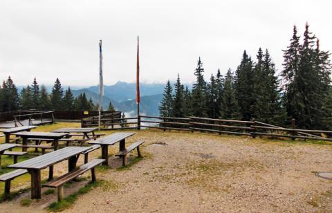 Blick von der Eisenkappler Hütte – Etappe 6 Panoramaweg Südalpen