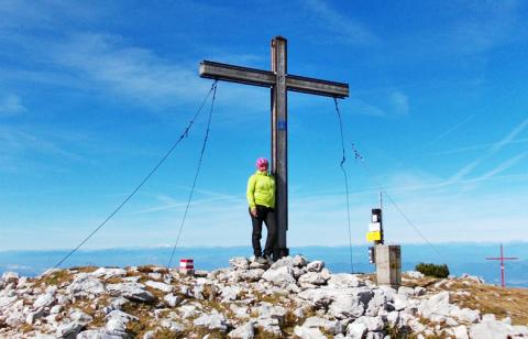 Das Gipfelkreuz auf der Feistritzer Spitze – Etappe 10 Panoramaweg Südalpen