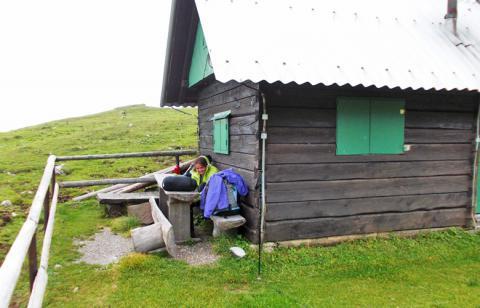 Pause bei einer süßen kleinen Hütte – 2. Etappe Panoramaweg Südalpen
