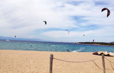 Tom beim kiten in Porto Pollo
